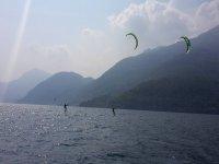I kitesurf sul lago