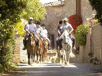 A cavallo nel borgo medievale 2 ore e mezza