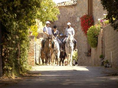 2 notti in mezza pensione con Trekking a cavallo