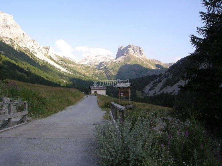 Sullo sfondo Monte Thabor e Serous