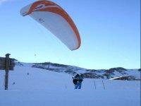 Parapendio sulla neve