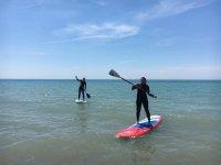 In piedi sul paddle