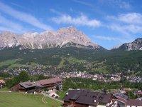 Le Dolomiti in lontananza