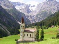 Chiesa tra le montagne