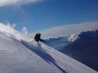 Scendendo con gli sci