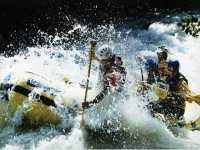 Dominando Le Acque Con Il Rafting