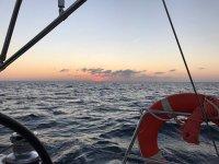 In navigazione al tramonto