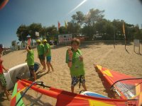 Venite a divertirvi con un po' di windsurf
