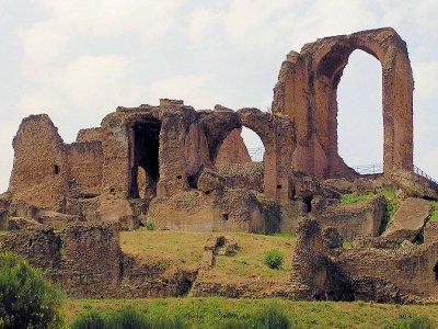 Appia Antica e Villa dei Quintili in bici (5h)