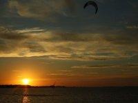 Kitesurf al tramonto