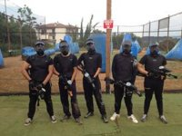ragazzi pronti al paintball