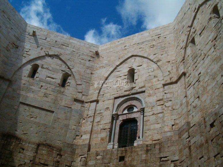 Le pareti di Castel del Monte