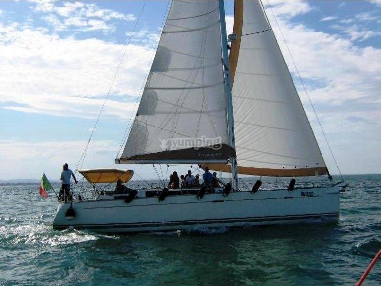 Escursioni mezza giornata a vela su Dufour.