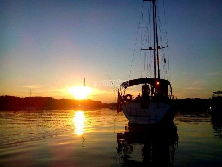 Aperitivo a bordo con tramonto