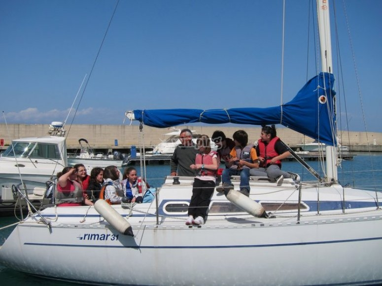 Course for children on the fundamentals of sailing
