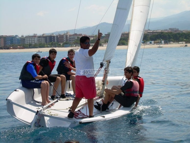 instructors and kids at the sailing course