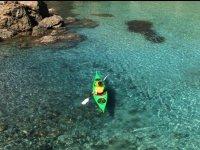 Pagaiare in un mare bellissimo