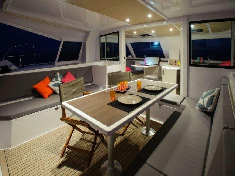 Gli interni del catamarano