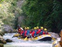 rafting per stimolare il team building