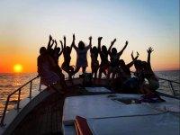 in barca con gli amici