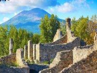 vieni a vedere le vecchie rovine di pompei