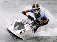 Sfrecciando in moto d'acqua