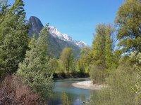 La dora baltea con le montagne sullo sofndo