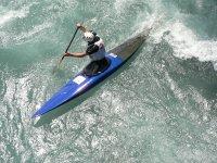 kayak tra le onde