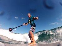 paddle surf con le onde