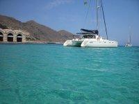 una gita in catamarano