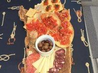 un delizioso antipasto con i sapori della sardegna