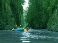 Rafting on waterfalls