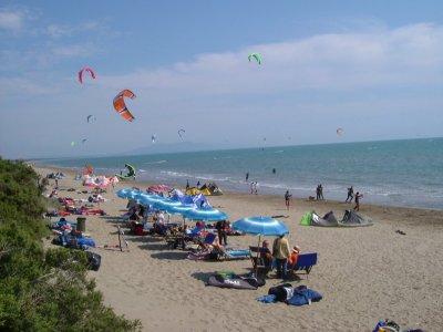 Corsi kitesurf 1ora a Scarlino