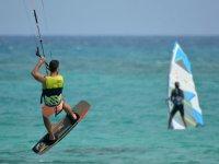 Molti lo considerano il fratello minore del kitesurf