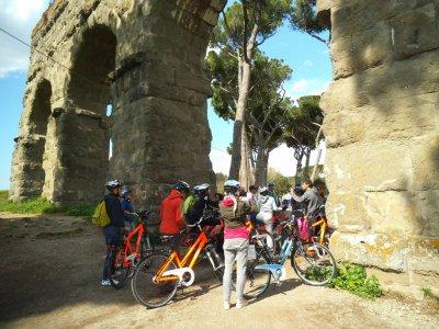 In bici a Roma 6 ore tra Appia Antica e Acquedotti