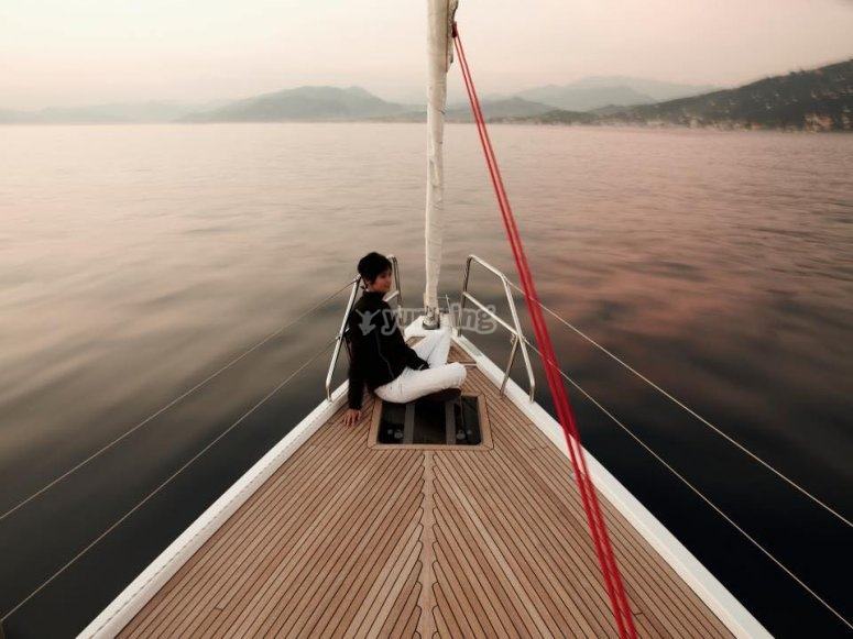 Take part in our sailing courses