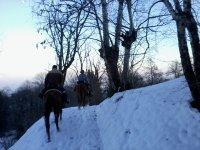 In sella sulla neve