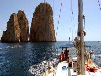 escursione in barca ai faraglioni