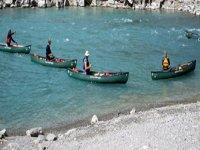 Corso di canoa aperta sul fiume