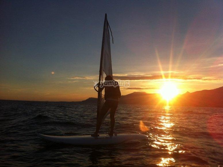 Windsurf al tramonto