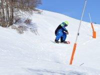 volando in snowboard