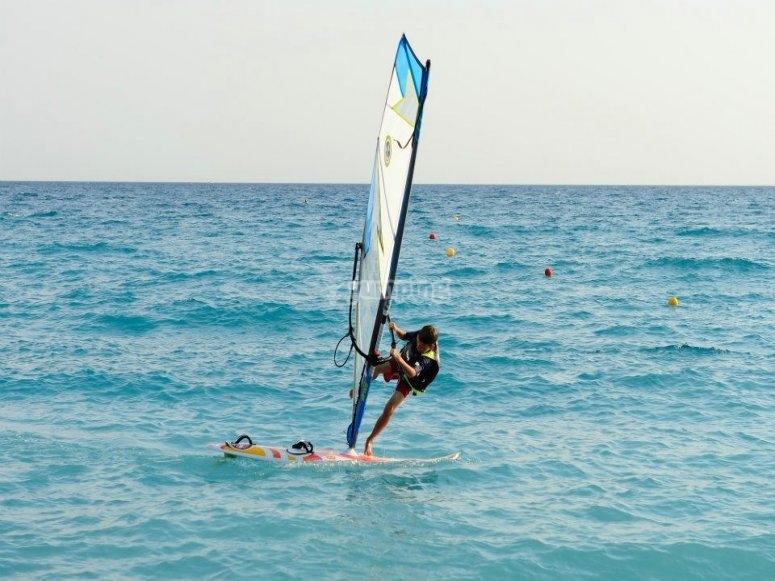 Sulle onde con il windsurf