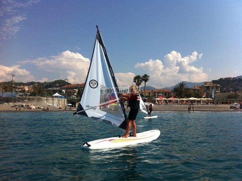 Corso collettivo di windsurf