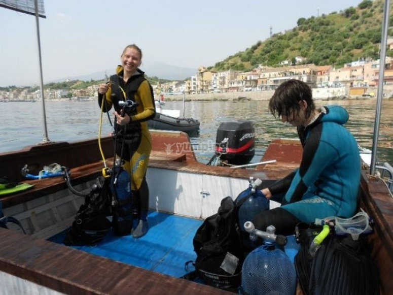 Diving training courses