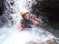 Sotto una cascata