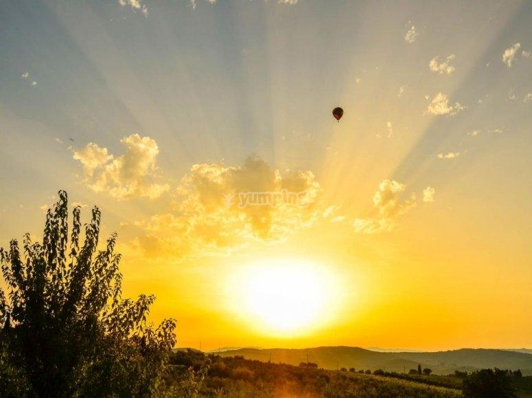 vola in mongolfiera e goditi l'alba nel cielo della Tosana