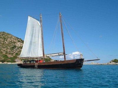 Serpeddi 4x4 Escursione in Barca