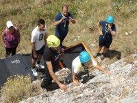 Imparando ad arrampicare su roccia naturale