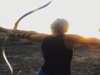 Tiro con l'arco al tramonto