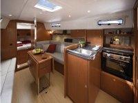 Interni eleganti Bavaria Cruiser